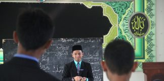 Praktek Ujian Mengajar Bagi Siswa Akhir Kelas Enam MMI