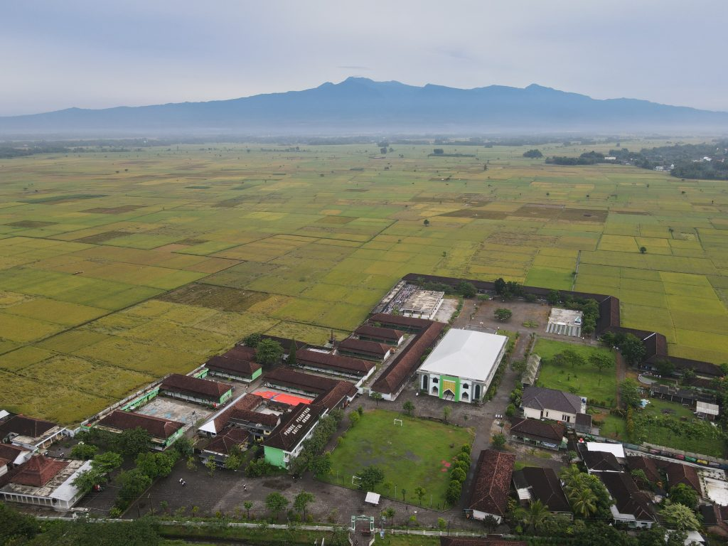 Panorama Pondok Pesantren Baitul Arqom Balung Jember
